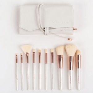 La Beaute Soi Makeup Brush Set